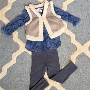 Girl's 4T outfit.